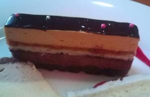 デリスカフェのル・ショコラ( キャラメルとチョコレートのとろけるムース)