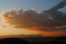 雨雲と富士山