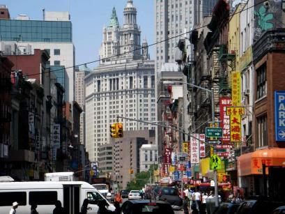 チャイナタウンと周囲のコントラスト チャイナタウンの中は、ここがアメリカということを忘れるほど、