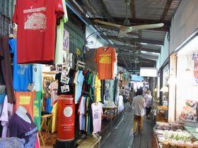 バーンプリー古市場のTシャツ屋