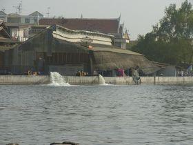 排水中のマハーチャイ市場