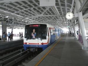 終点ウォンウィエンヤイ駅到着