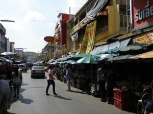 右側の一角がバーンブアトーン市場