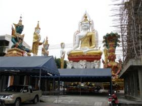 ワット・クンチャンの巨大仏像