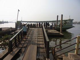 ターチーン川の渡し船