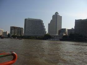 チャオプラヤー川沿いのホテル群