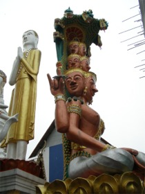 グワシをする仏像