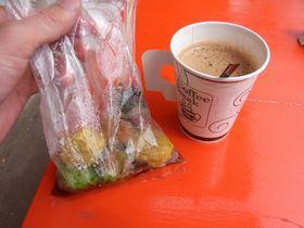 バーン・パオのコーヒーとシュウマイ