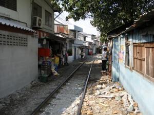 パッタナー・コミュニティー前の線路
