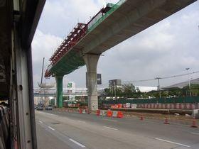 高架鉄道紫線工事中のンガームウォンワーン通り