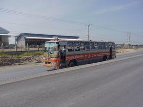3422号線を走るバス