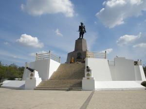 独立と自由のラマ5世像