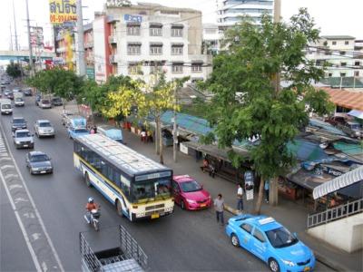 ソンテオ乗り場はBig Cの次のバス停
