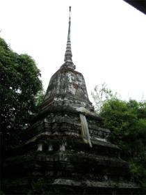 バーン・シンラピン中庭の仏塔
