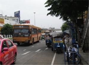 2つめの歩道橋下から20番バスに乗車
