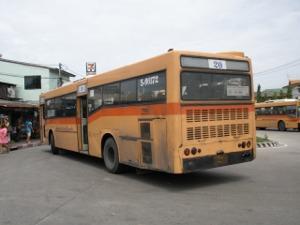 終点プラサムット・ジェーディーに到着した20番バス