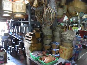 バーンプリー古市場の日用品店