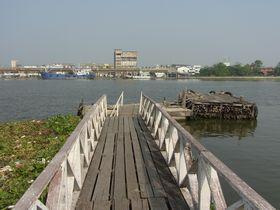 バーンレーム駅裏のターチーン川桟橋