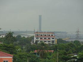 ラートクラバン駅から見たスワンナプーム空港