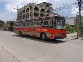 ナコーンサワン~スパンブリーのバス