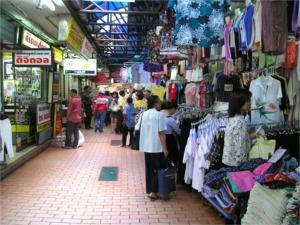 ワンラン船着場の商店街