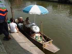 ワット・サイ横の舟のクイッティアオ売り