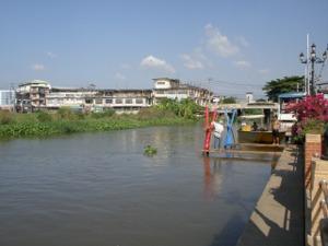 市場横を流れるプラピモンラーチャー運河