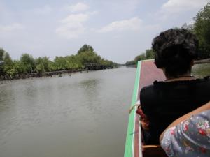 運河を進みます