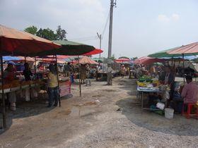 バーンプラーマー交差点の市場