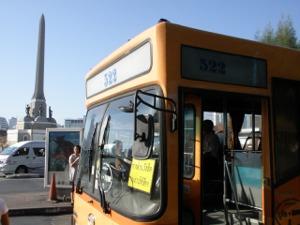 戦勝記念塔発の522番バス