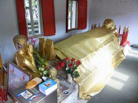 ワット・ラーチャクル・ウォーラウィハーンの寝釈迦像
