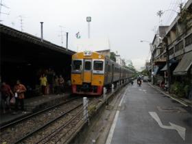国鉄タラート・プルー駅