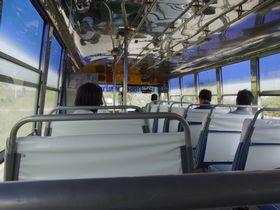 国道340号線を走るバス車内