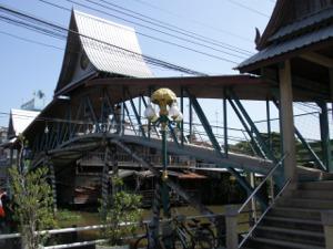 サイノーイ水上マーケット東端の橋