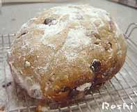 シュトレーン(シュトーレーン)に粉砂糖をかける