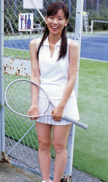 テニスウェアをきた皆藤愛子