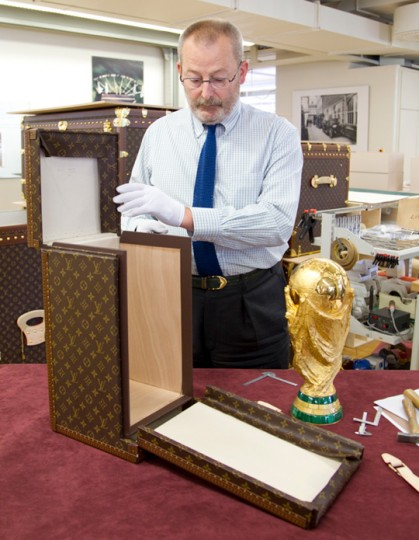 louis-vuitton-fifa-worldcup-trophy-2010-travel-case-10-419x540.jpg