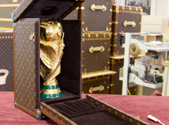 louis-vuitton-fifa-worldcup-trophy-2010-travel-case-front.jpg