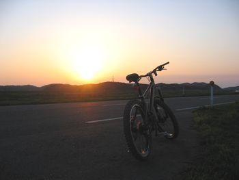 夕陽の堤防