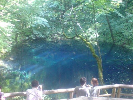神秘の青池