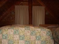 2泊目コテージ2階寝室