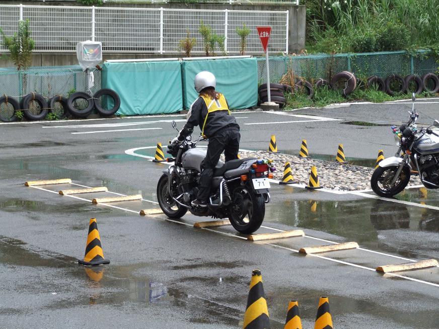 雨の中の大型二輪教習、、、かな...