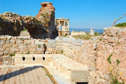 古代ローマの下水道と水洗トイレ...