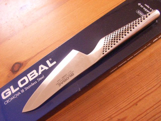 グローバル 普通サイズの出刃にしようか迷いましたが、こっちの小出刃にして正解。柄の形...  +