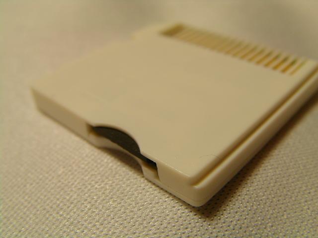 MicroSD入れてもフラット