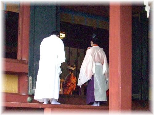 鶴岡八幡宮 結婚式中
