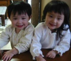 あけましておめでとうございます 左さき1歳8ヶ月 右みお2歳11ヶ月