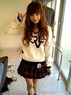 ミニスカート姿の中川翔子さん