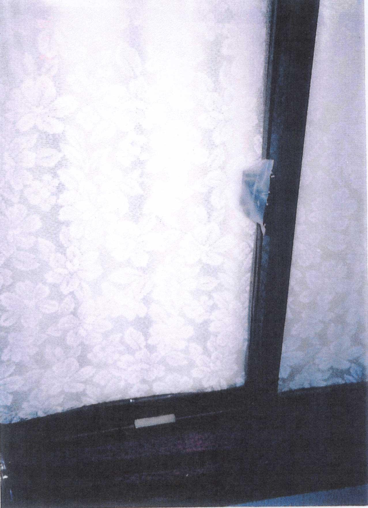 監禁場所の出窓