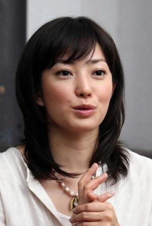 インタビュー中の菅野美穂